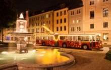 Der Stadtbus unterwegs im weihnachtlich beleuchteten Winterthur